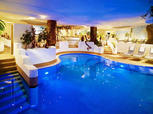 Blue pool los angeles california usa photo on sunsurfer - Indoor swimming pool in los angeles ...
