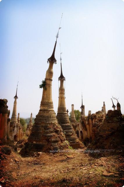 Shwe Inn Thein Stupa, Inle Lake, Mandalay, Myanmar / Burma