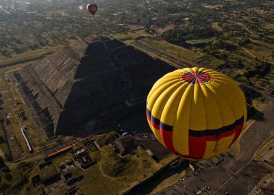 Hot air balloon festival over the Pyramid of the Sun, Mexico