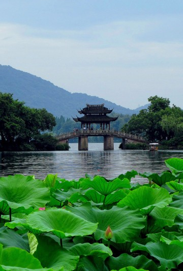 Lake Bridge, Hangzhou, China