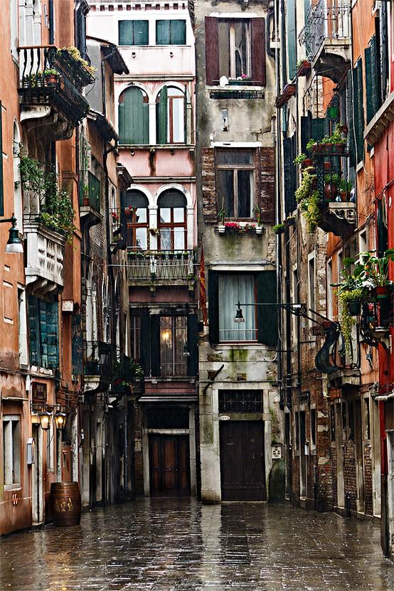 Calle Dei Botteri Venice Italy Photo On Sunsurfer