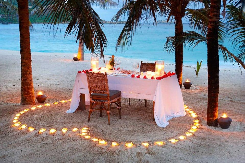 diner romantique vacances plage cocotiers saint valentin